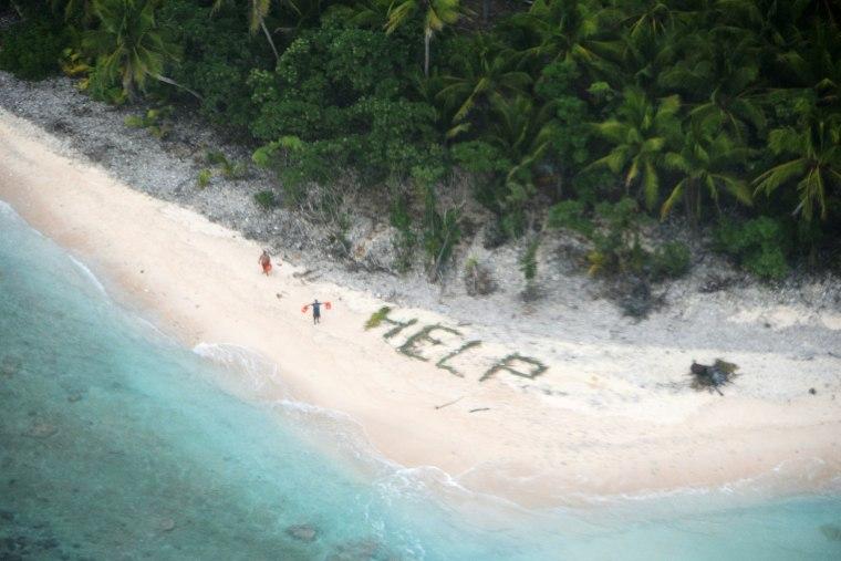 Image: TOPSHOT-MICRONESIA-US-JAPAN-MILITARY-RESCUE