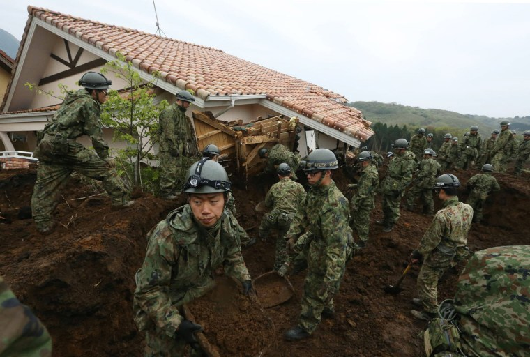 Image: Japan Ground Self-Defense Force troops search for victims buried due to the recent earthquakes