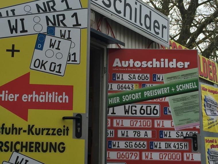 Image: License plate shop in Wiesbaden, Germany
