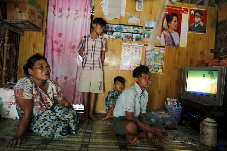Image: The Wider Image: Children toil in Myanmar