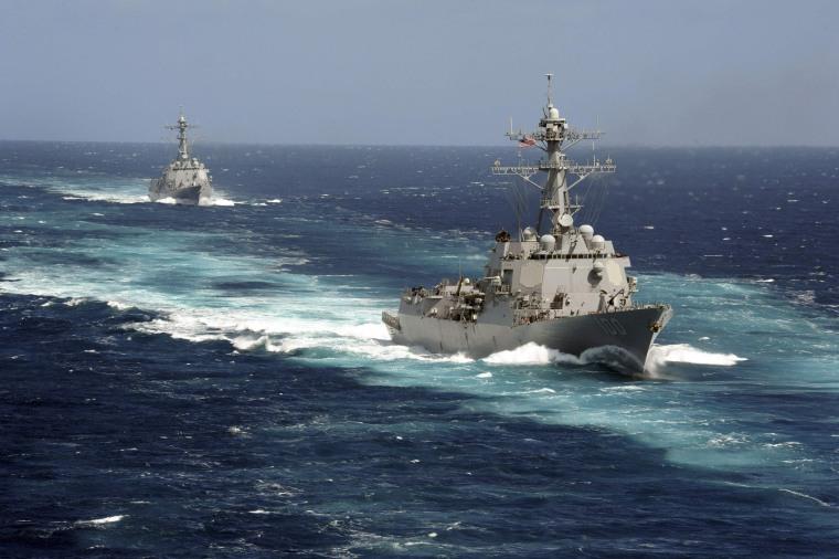 Image: USS Kidd and USS Pinckney transit the Pacific
