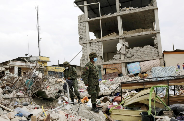 Image: Soldiers stand guard outside a collapsed building in Pedernales, after an earthquake struck off Ecuador's Pacific coast