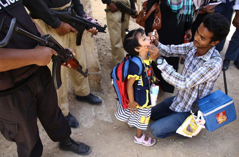 Image: Polio vaccination in Pakistan