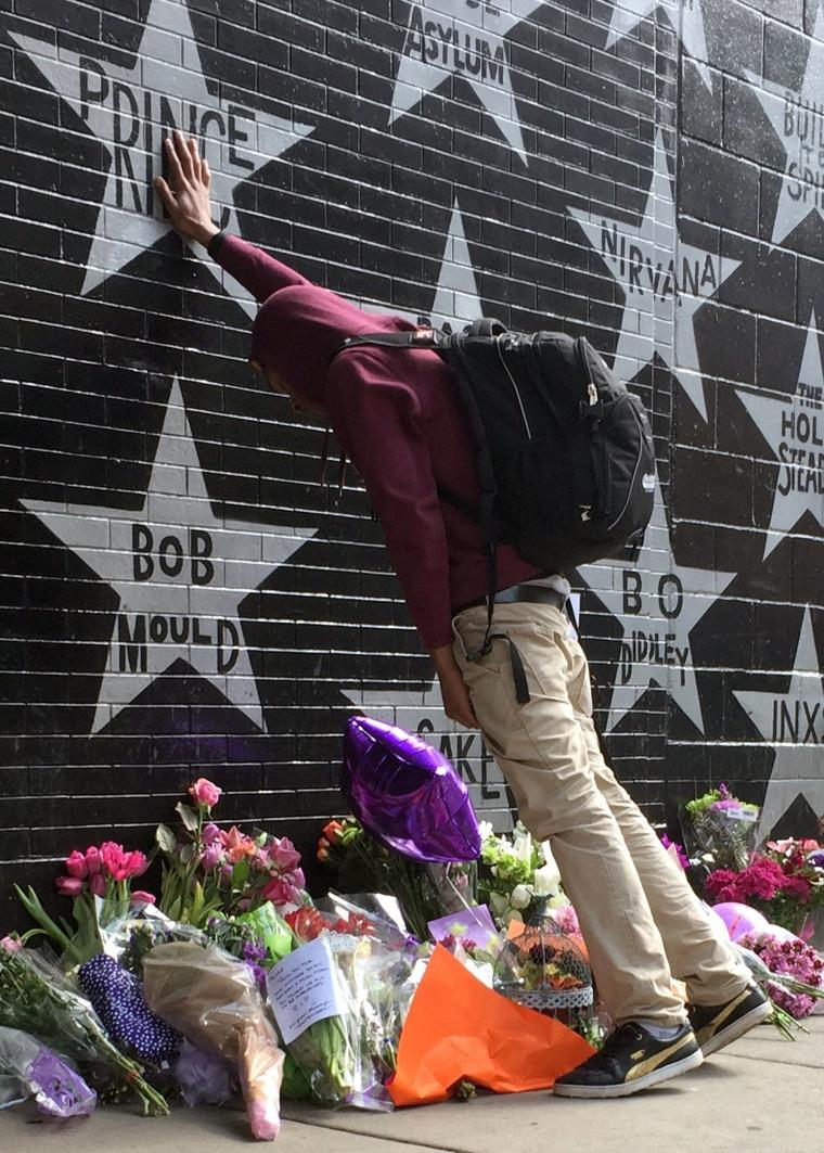 Image: A fan pays tribute outside First Avenue nightclub