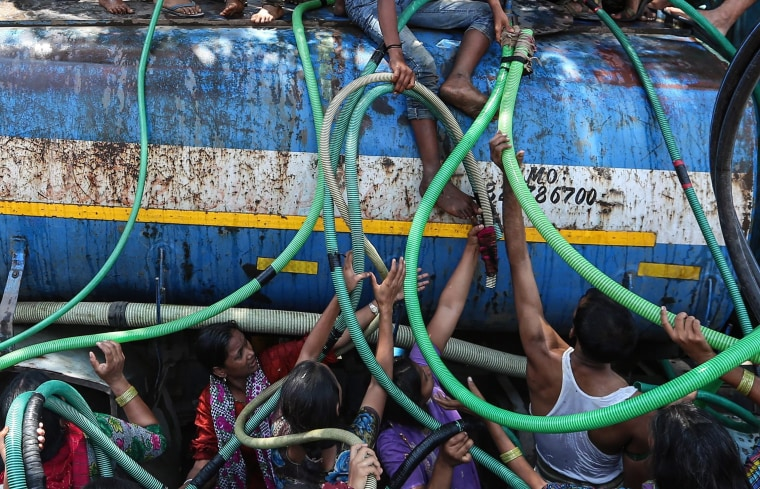 Image: People collect water from a water tanker