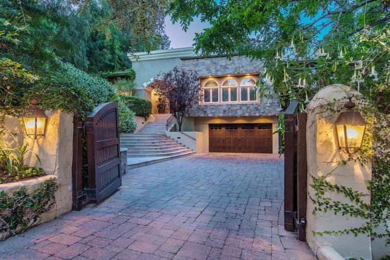 Nick Lachey lists California home