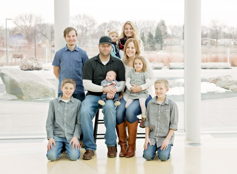 Melissa Anderson and her husband and their seven children