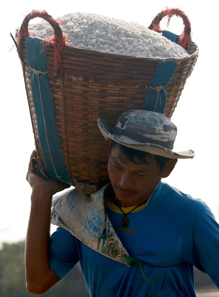 Image: Thailand brine salt farming in Samut Sakhon