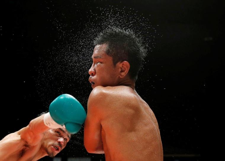Image: Boxing - WBA super-flyweight title - Kohei Kono of Japan v Inthanon Sithchamuang of Thailand