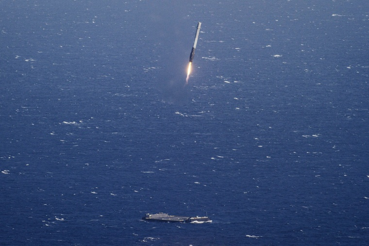 Image: SpaceX Falcon 9 rocket successful landing on a floating platform in the Atlantic Ocean