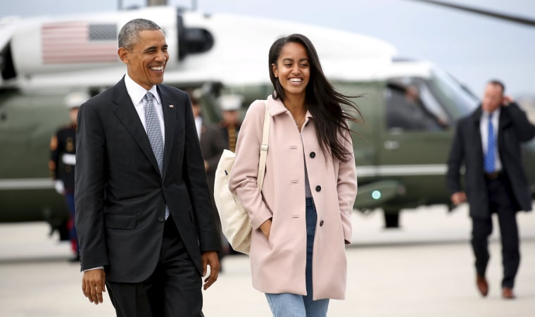 Image: U.S. President Barack Obama and his daughter Malia walk from Marine One to board Air Force One upon their departure from O'Hare Airport in Chicago