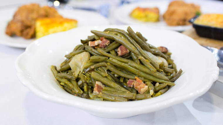 """Savannah Guthrie and her mother cook up fried chicken, """"Kentucky Wonder"""" green beans with bacon, cheesy spoon bread and spiced smashed apples"""