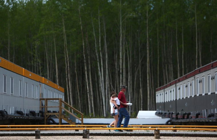 Image: CANADA-FIRE-FORESTS-OIL-EVACUATION-emergency