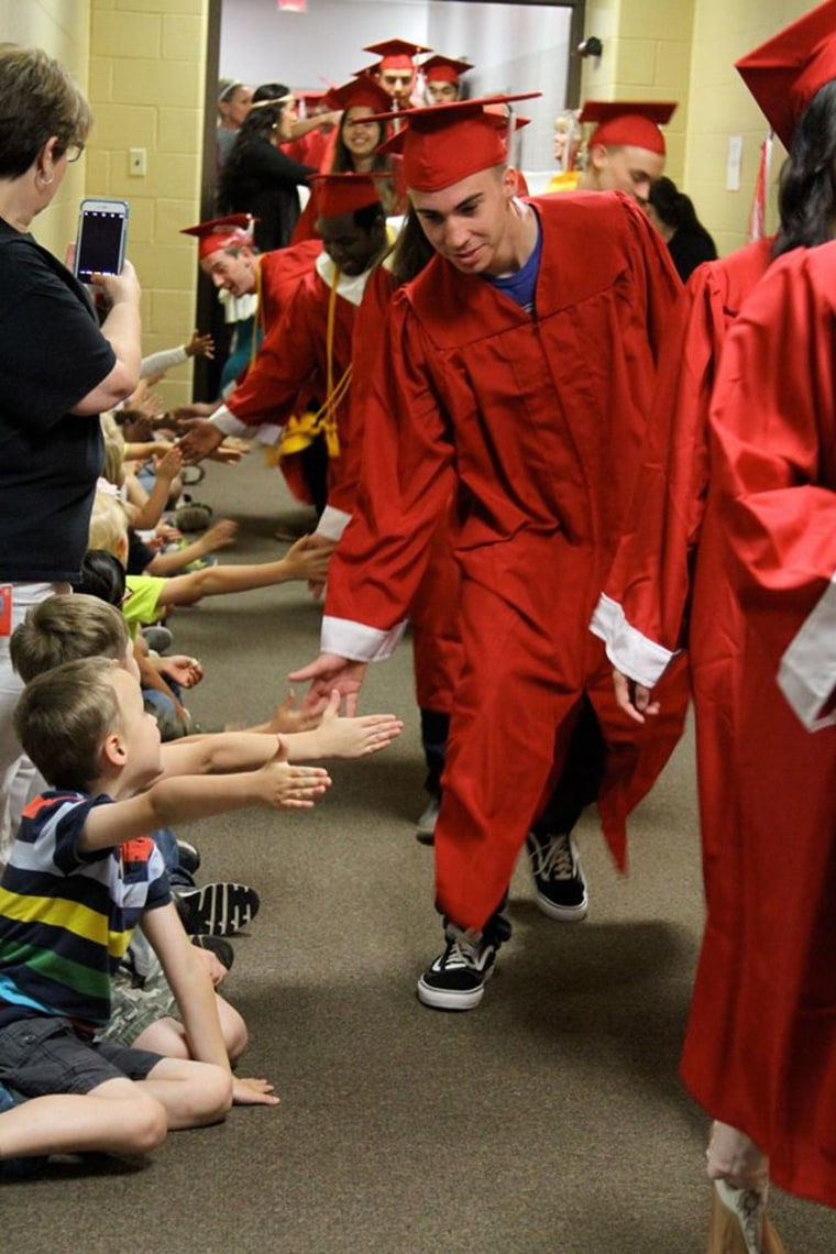 texas senior walk inspires younger kids to think about college