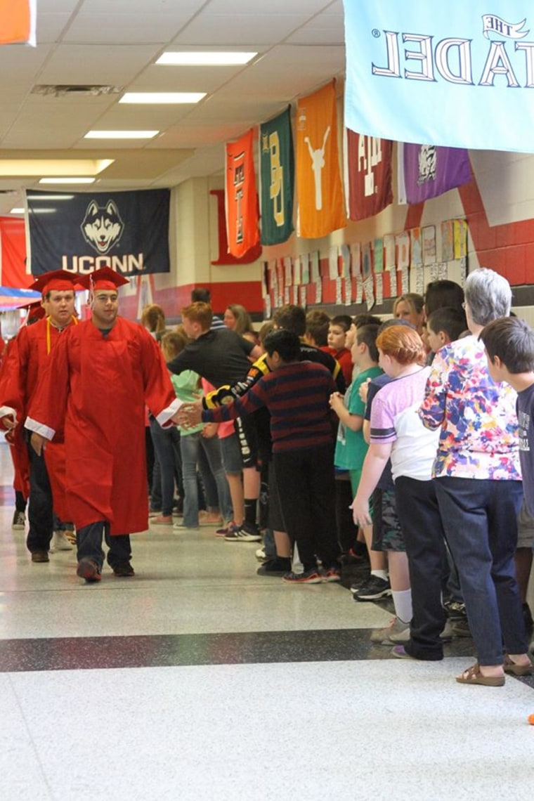 texas senior walk encourages younger students to aim for college