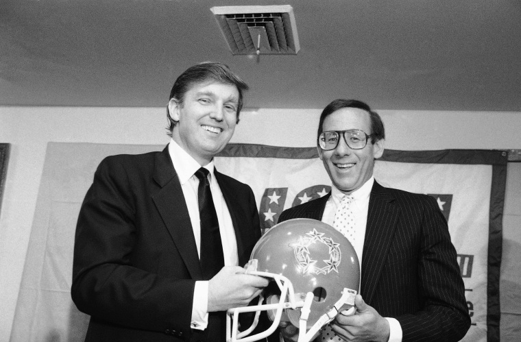 Image: Donald Trump and Steve Ross announce a USFL merger