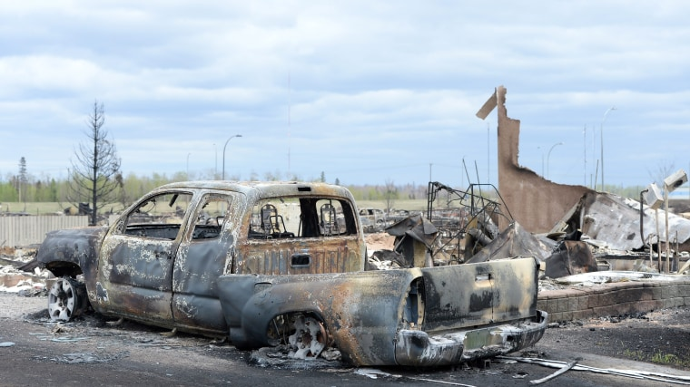 Image: Burned truck in Fort McMurray