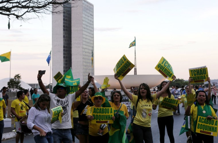Image: Brazilans demonstrate in favor of the impeachment of President Dilma Rousseff in front of the Brazilian National congress in Brasilia