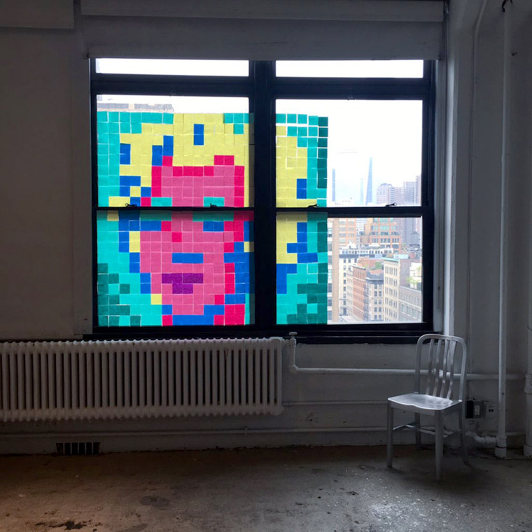 Creatives from Sandbox Studio and its parent company Creative Drive put up a Marilyn Post-it yesterday afternoon. It took only about one hour to put up the piece and one hour of prep.
