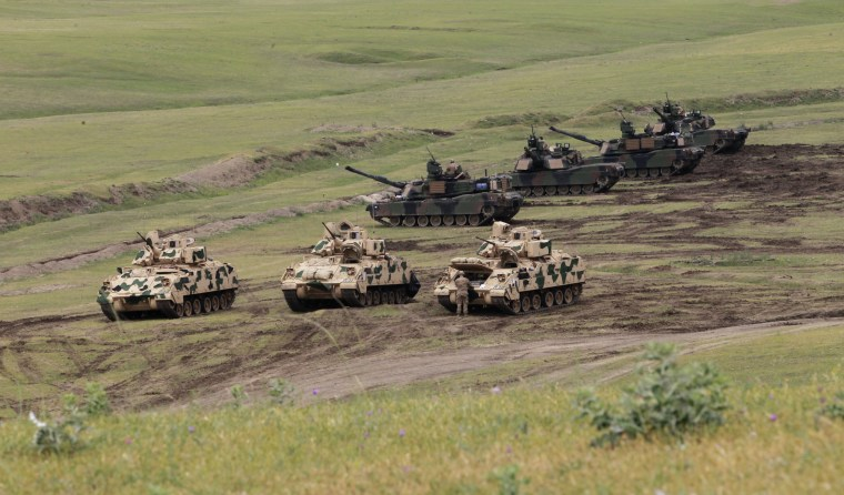 Image: U.S. Bradley infantry fighting vehicles and M1A2 Abrams tanks in Georgia