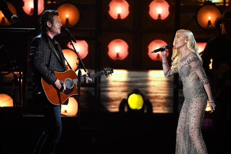 Image: Blake Shelton  and Gwen Stefani perform