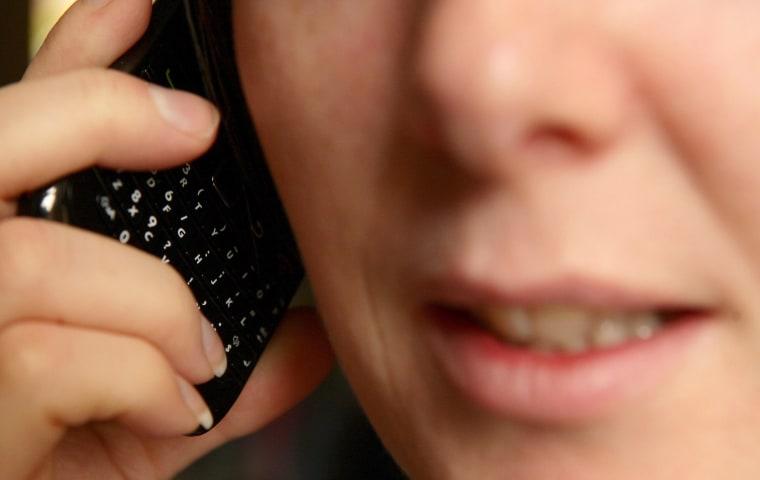 Image: landline phone calls -robocall