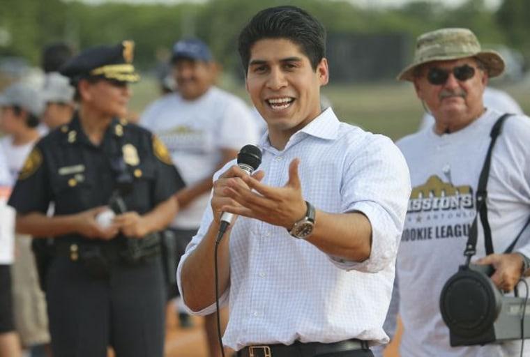 Tx Councilman Rey Salda 241 A Helps 1st Gen Latino Students