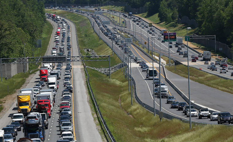 Image: Heavy Memorial Day traffic moves southbound and northbound in Quantico, Virginia