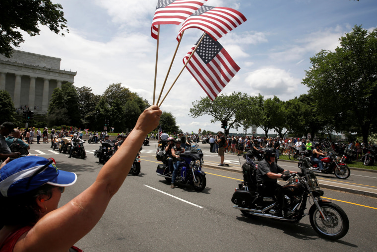 Image: People line the route as motorcyclists participate in the Rolling Thunder motorcycle rally on Memorial Day weekend in Washington