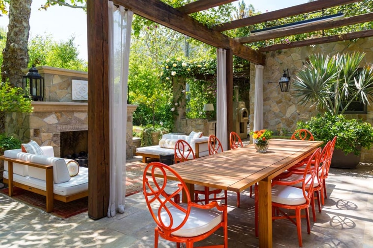 Jennifer Lopez's outdoor dining area