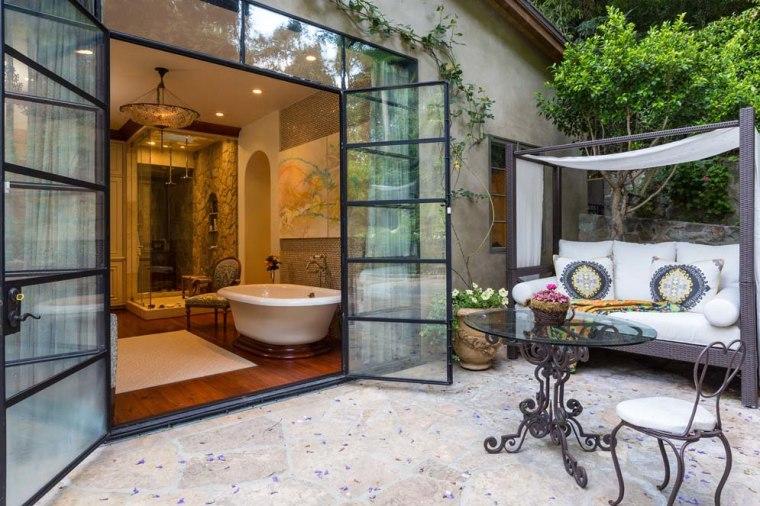Jennifer Lopez's bathroom