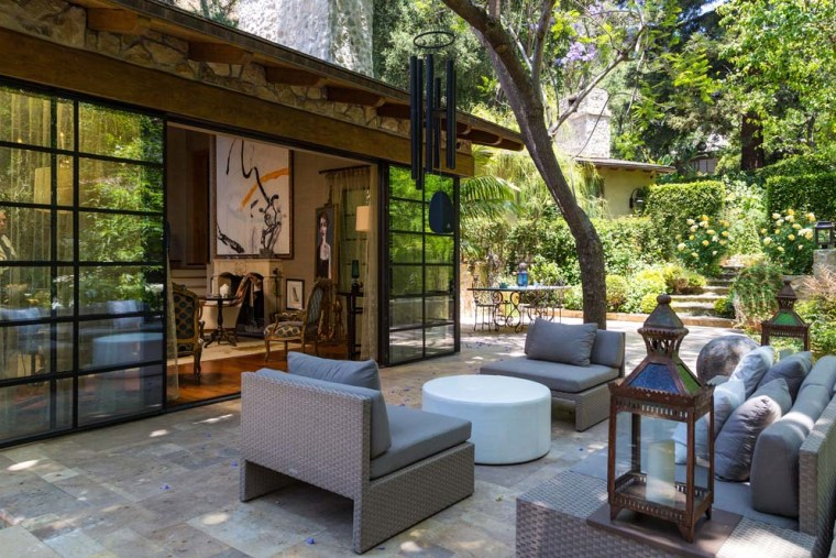 Jennifer Lopez's patio