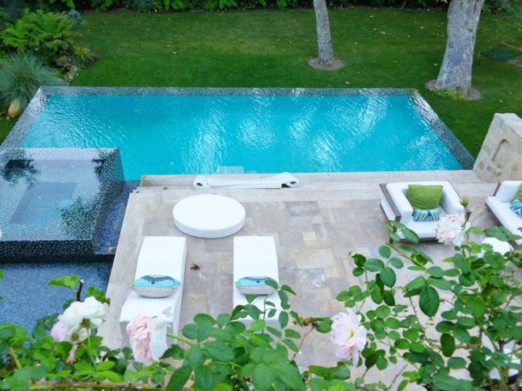Jennifer Lopez's pool