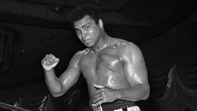 Boxing legend Muhammad Ali dies at the age of 74