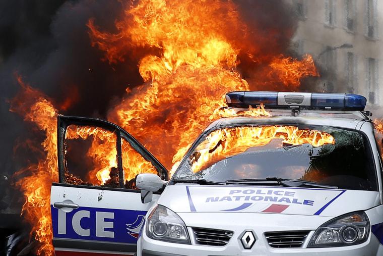 Image: Clashes in Paris