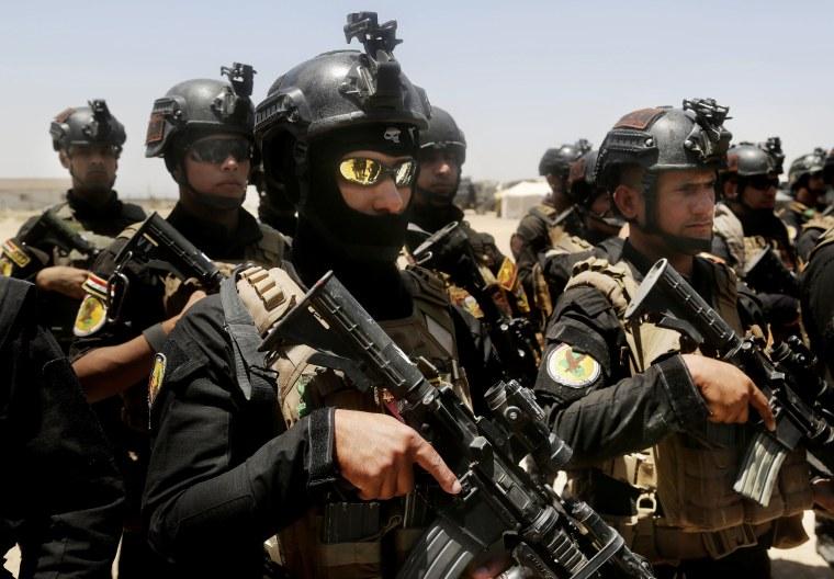 Image: Iraqi forces gather to retake Fallujah
