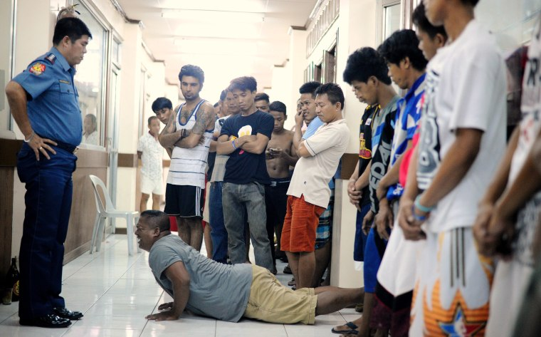 Image: Men who violated the 10pm liquor ban are temporarily detained