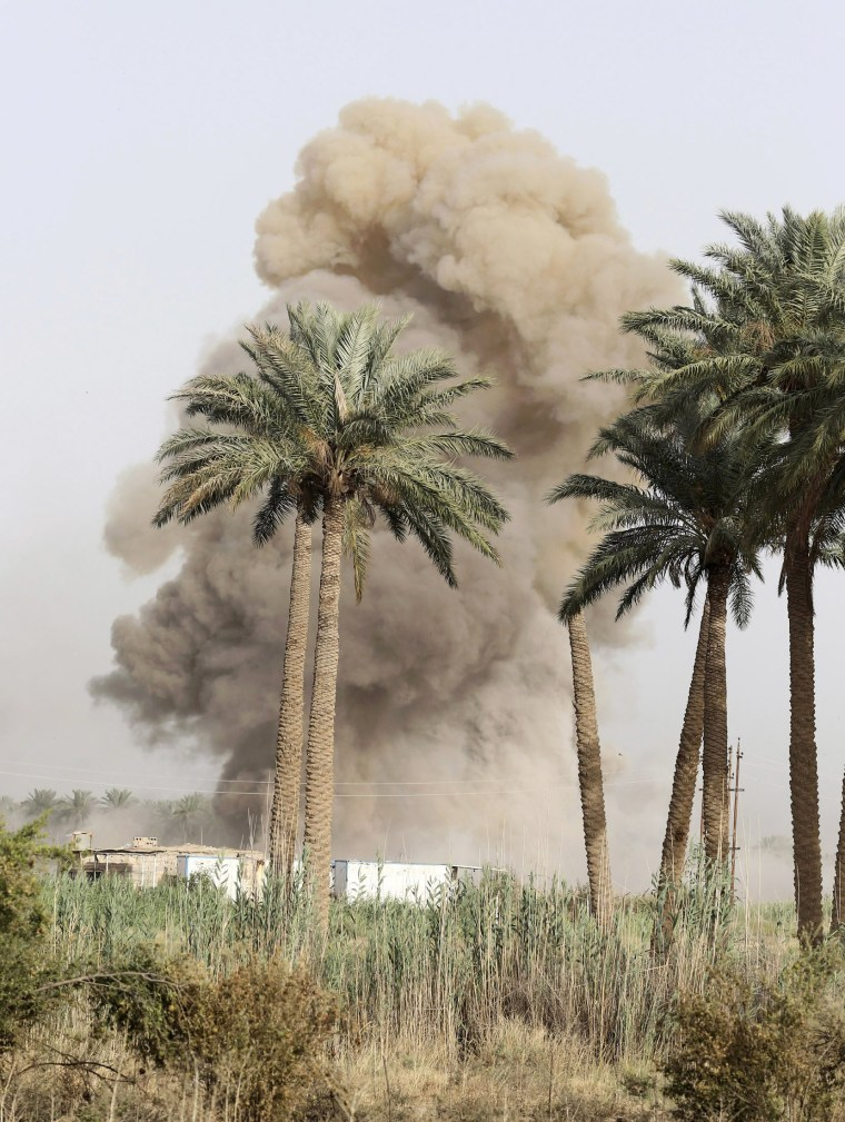 Image: Smoke rises from clashes with Islamic State militants in Saqlawiya
