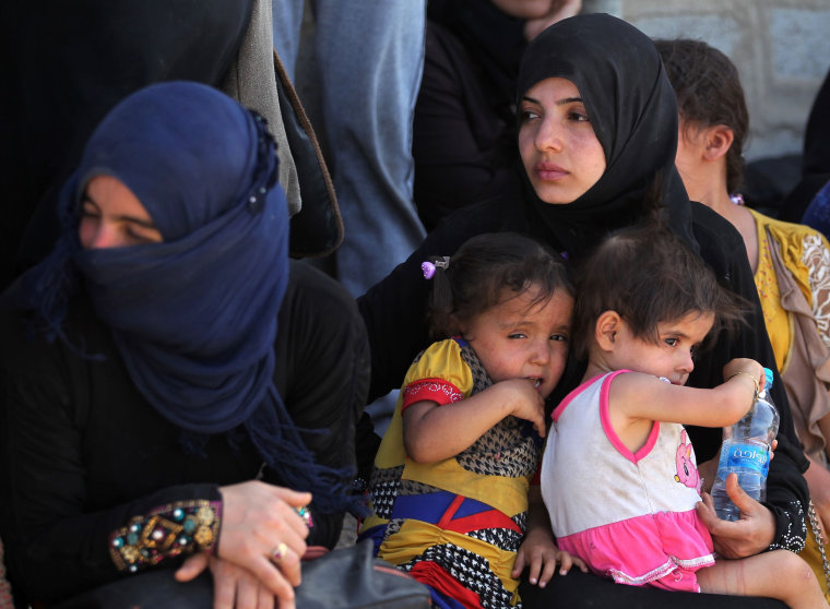 Image: Iraqi women and children who fled the violence in their village of Saqlawiyah