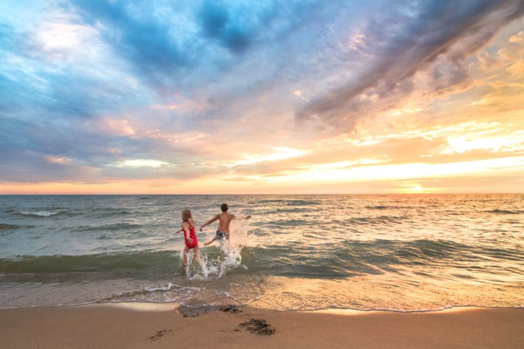 To capture the full spectrum of colors and lights in the summer night skies, Wilkerson recommends planning an outing that begins about ninety minutes before sunset.