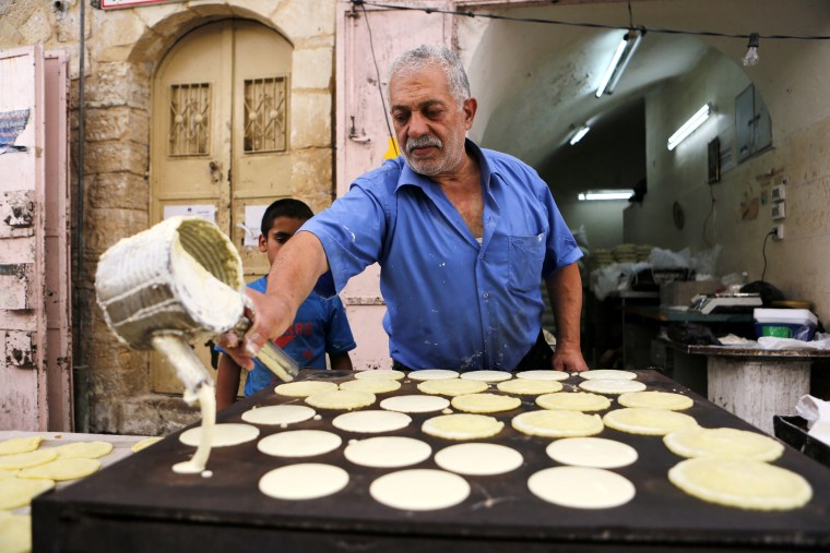 Image: Ramadan preperations in Hebron