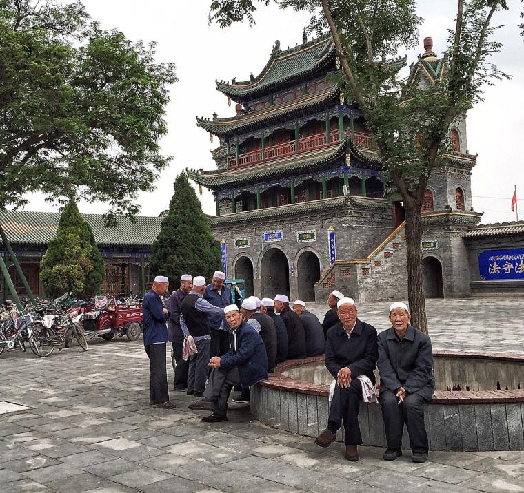 Image: Hui men in the courtyard of Najiahu mosque