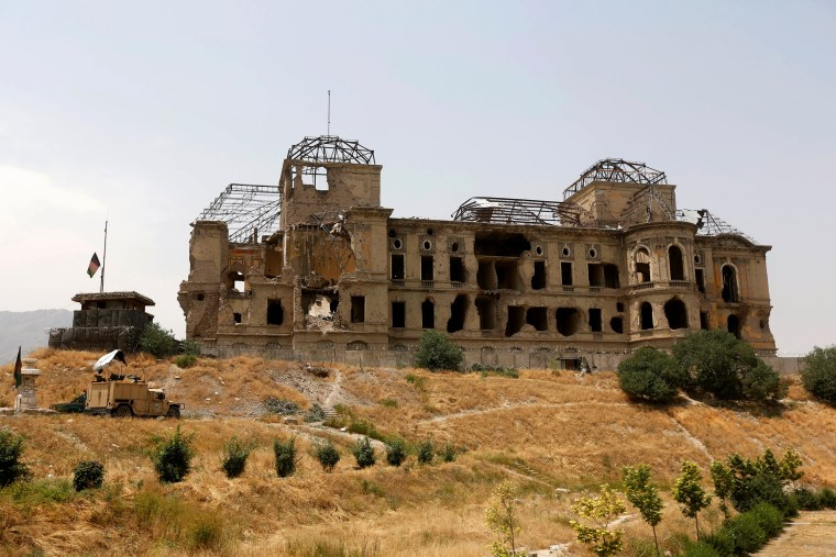 Image: The Wider Image: In the ruins of Kabul's Darul Aman palace