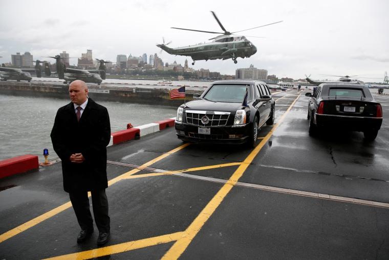 Image: A Secret Service agent stands watch as Obama arrives