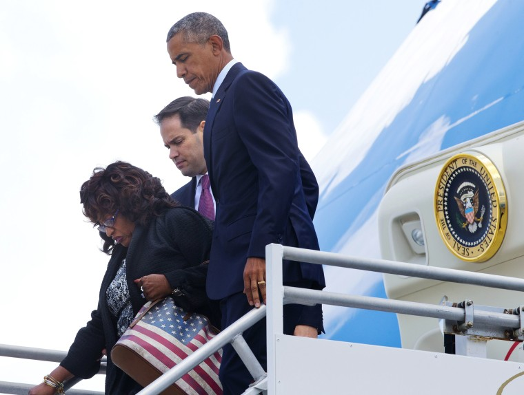 Image: Barack Obama, Corrine Brown, Marco Rubio get off Air Force One upon their arrival at Orlando