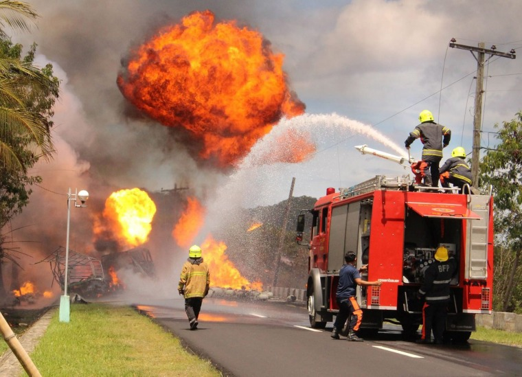 Image: Delivery truck carrying LPG explodes