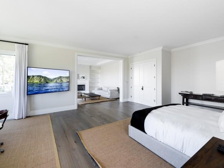 Scott Disick's bedroom