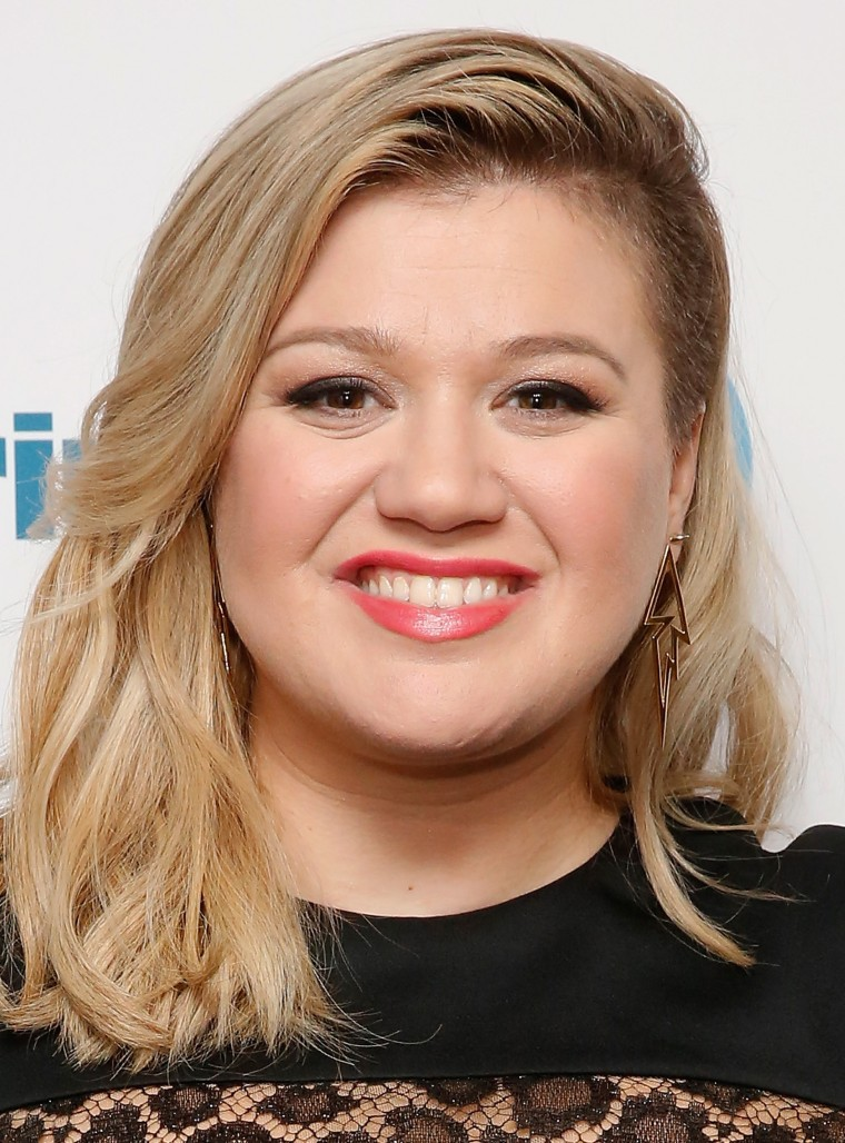 Kelly Clarkson Performs For SiriusXM Listeners At The SiriusXM Studios