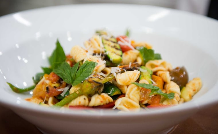 Curtis Stone makes vegetarian summer pastas with zucchini