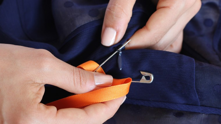 How to zip a dress by yourself